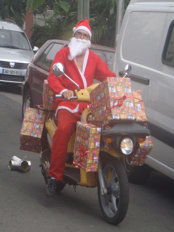 Le papa Noël sur sa moto !